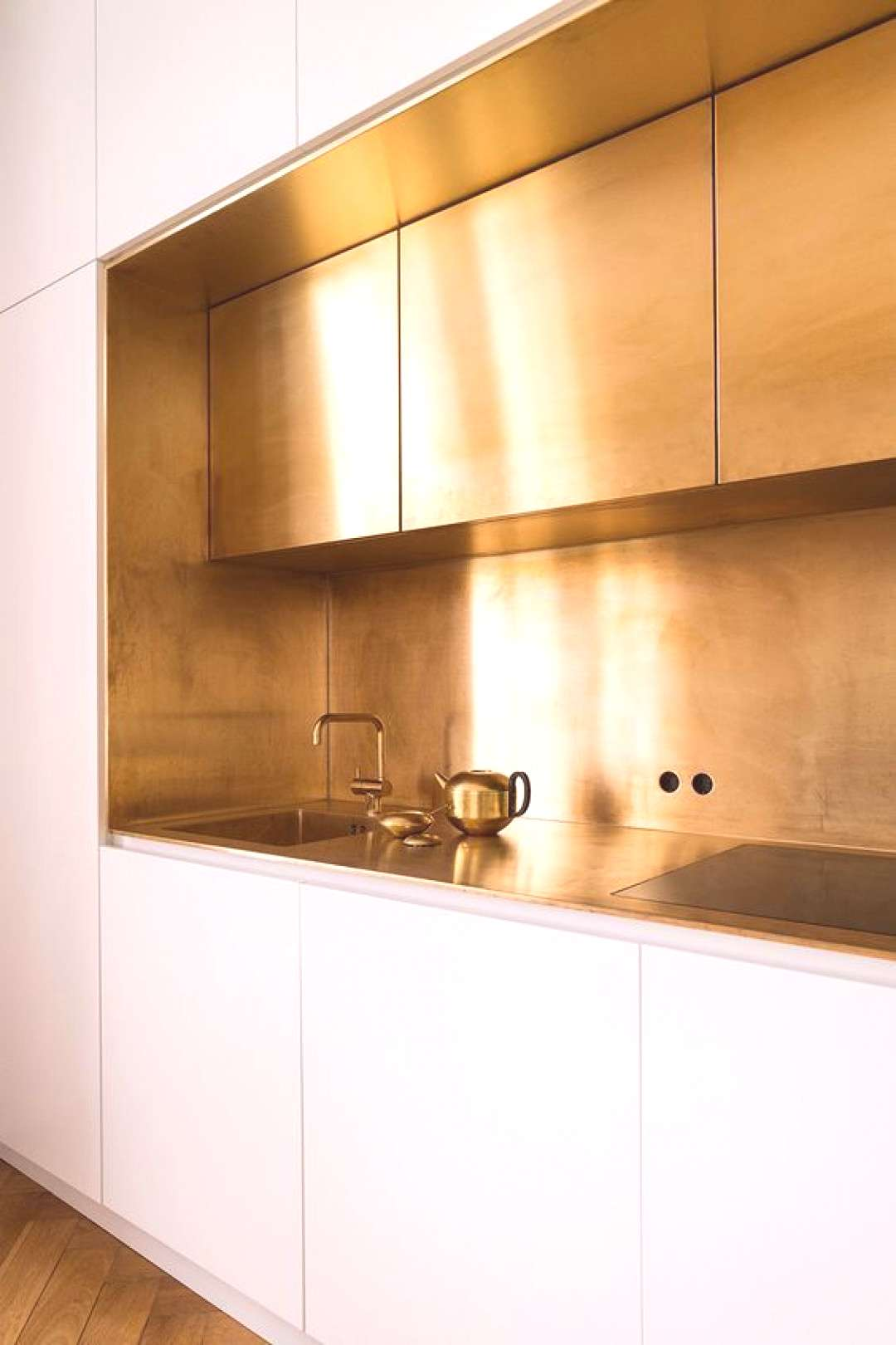 12x the most beautiful kitchens with gold-colored accents - 12x de mooiste keukens met goudkleurige