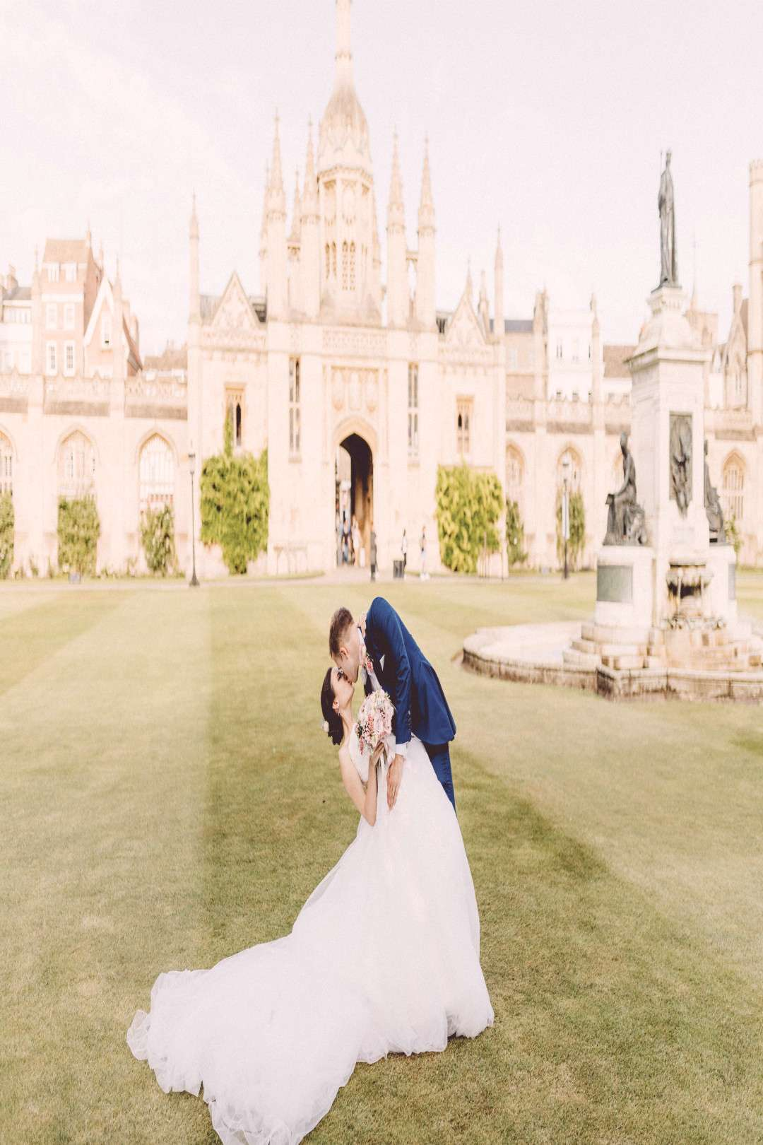 Bridal portrait in golden hour | Kings College Chapel | Outdoor summer party wedding | Cambri... Br