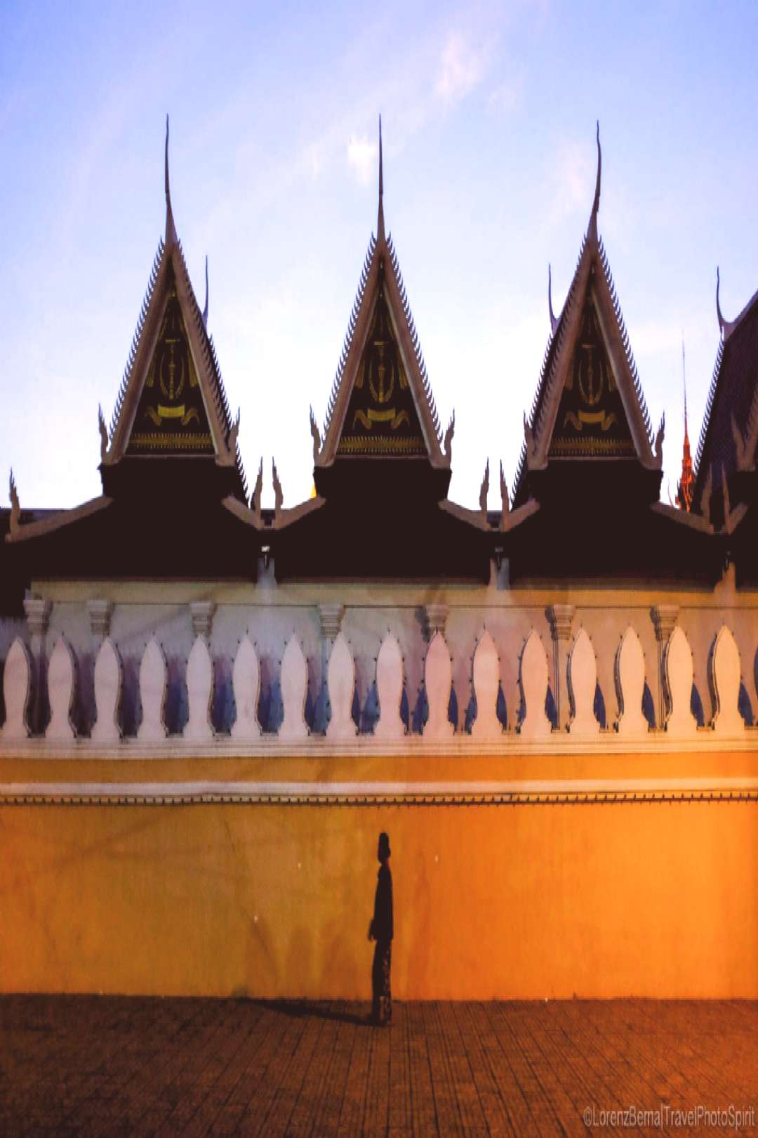 Evening walk alongside the Royal Palace, in Phnom Penh. Click to see full Phnom Penh Photo Gallery