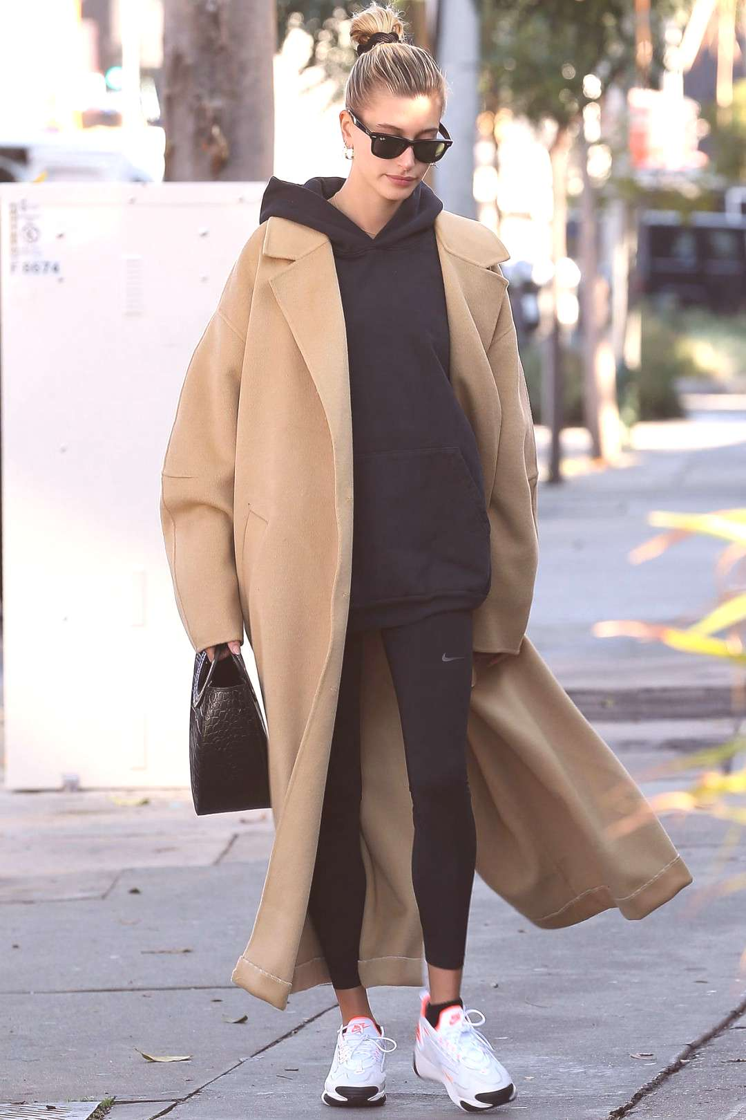 Hailey Bieber Out in Beverly Hills 12/09/2019. - Since electronic devices such a... - Hailey Bieber