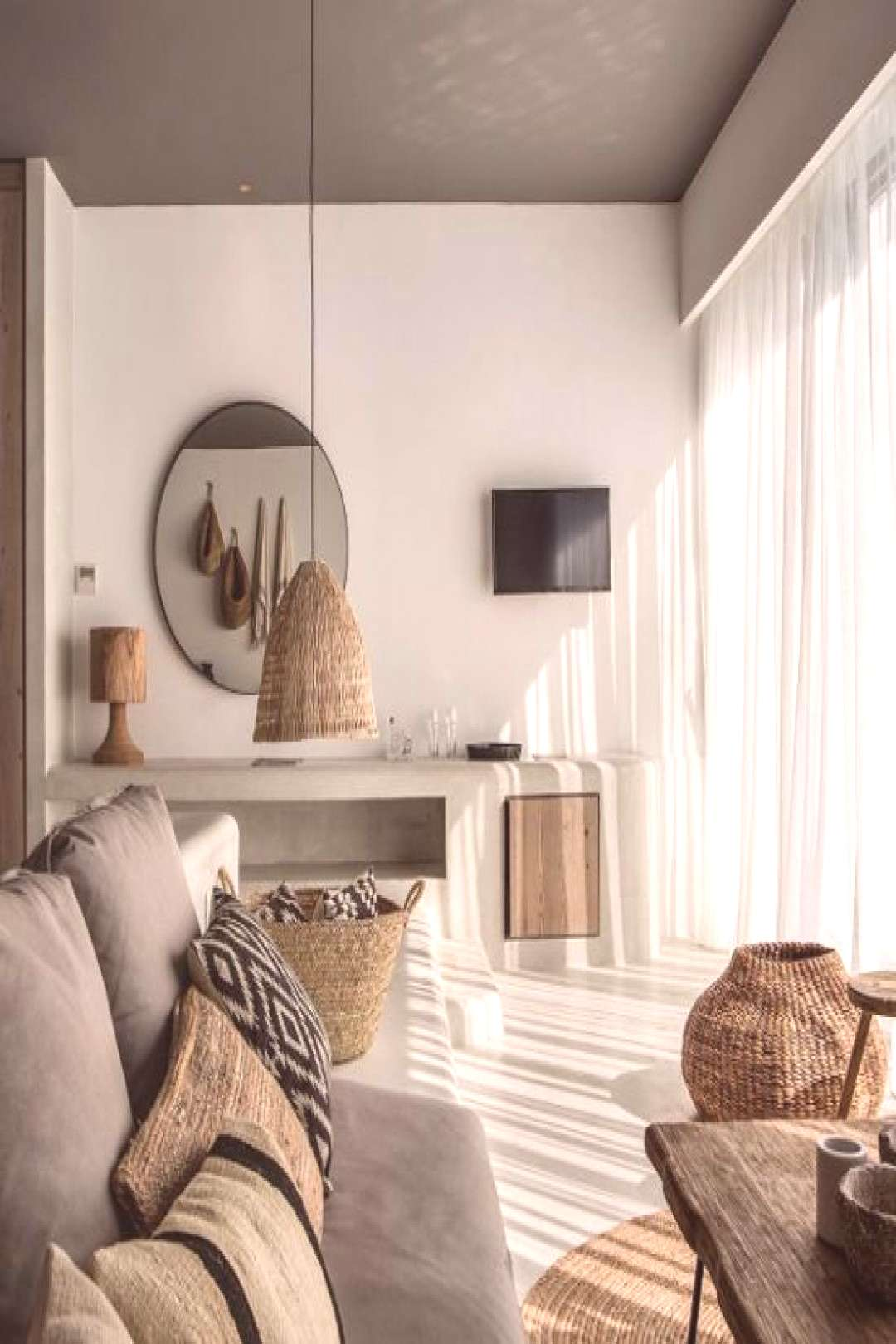 Natural palette, simple elegance and cozy atmosphere are the key of the success of this bohemian ho
