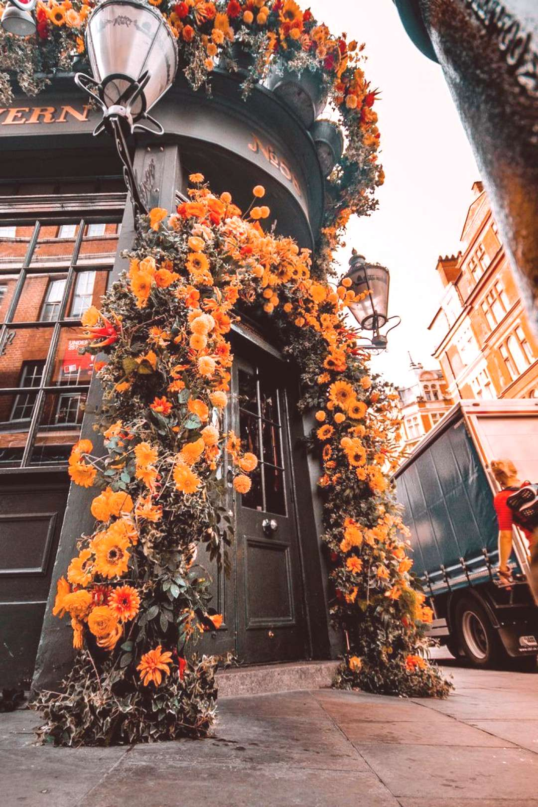 TOP LONDON FLOWERS! Mr fogg�s tavern is one of the most beautiful london flowers cafes to visit